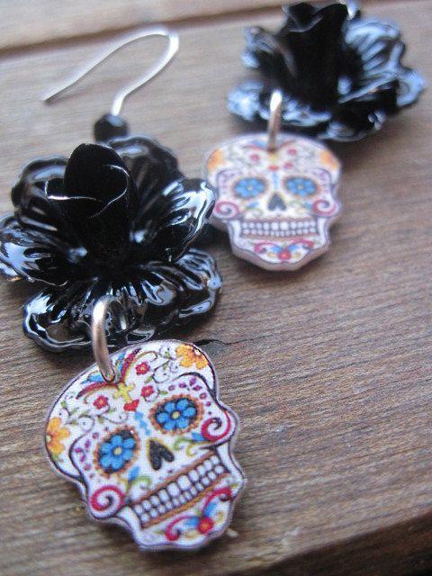 Cráneo del azúcar, dia de la Joyería de Muertos, Día de los Muertos, antiguo esmalte negro SE LEVANTO pendientes del Cráneo, gótico joyas, M. ..