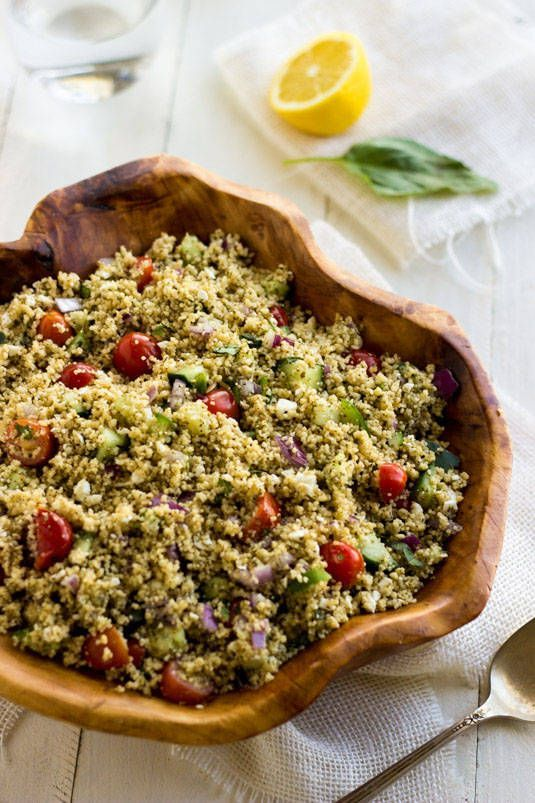 Mediterranean Couscous Salad - A quick, easy and healthy salad that is always a crowd pleaser! | Food Faith Fitness| #salad #recipe #couscous