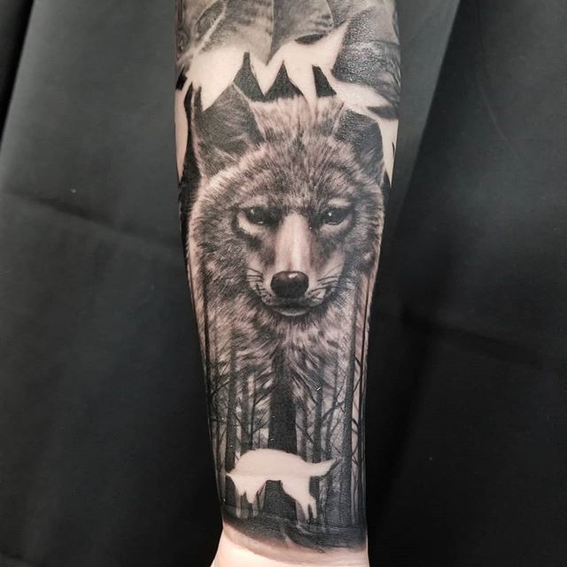 Finished Up This Awesome Michigan Nuisance Animals Sleeve Today Healed Pics Of The Whole Thing In A F Wildlife Tattoo Coyote Tattoo Black And Grey Tattoos