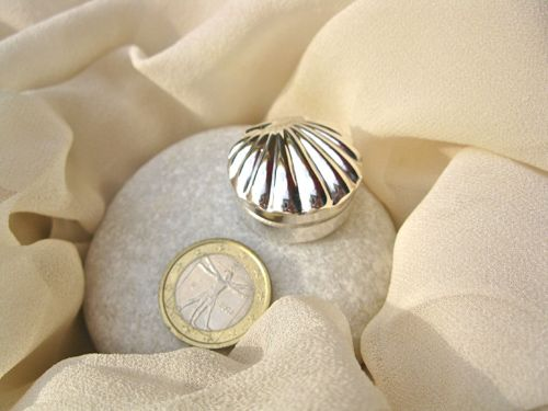 Sterling silver scallop shell keepsake