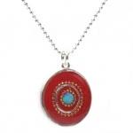 Roter emailierter Silberanhänger mit Kaltemaille und synthetischem Opal.