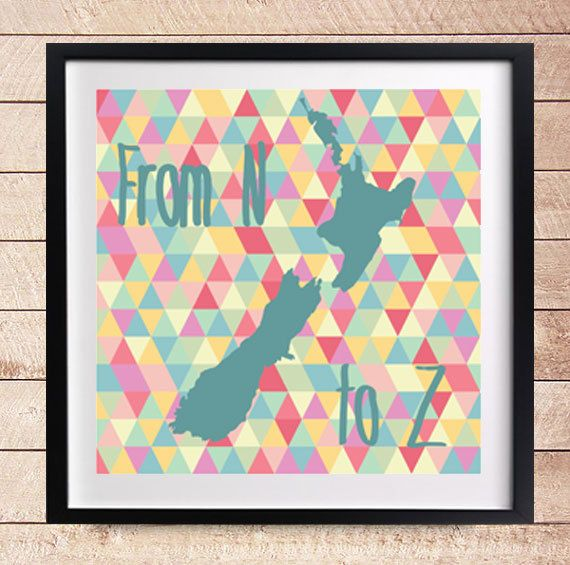 "Travel Art  Printable Art Print  Design  van DesignClaud op Etsy, €3.95 New Zealand ""From N to Z"" Map of New Zealand - Quote"