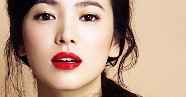 Song Hye Kyo : c'est LA star coréenne qu'on voit partout, et l'égérie de la marque Laneige depuis 2008. Actrice et mannequin, elle a joué dans divers dramas très populaires (« All in » en 2003, et bien sûr « Full House » en 2004). -... #beauté #beautécoréenne #conseilsbeauté