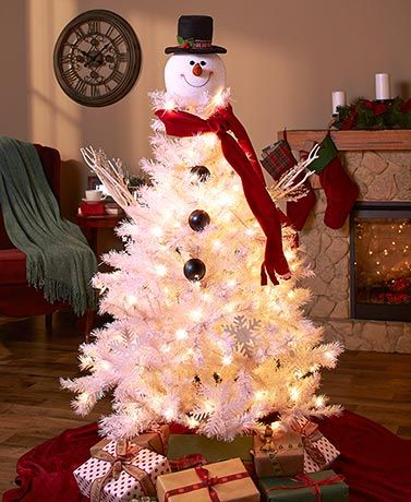 Add a whimsical look to your Christmas tree, or turn your white tree into a snowman with this friendly topper. The lightweight snowman head has a happy, welcoming face, and wears a traditional top hat adorned with festive trim