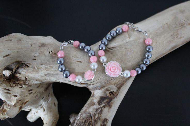Moeder-dochter armbanden met grijs-roze en een beetje wit. Ook leuk om een armband passend te maken bij een bepaald outfit (voor bijv. een fotoshoot)