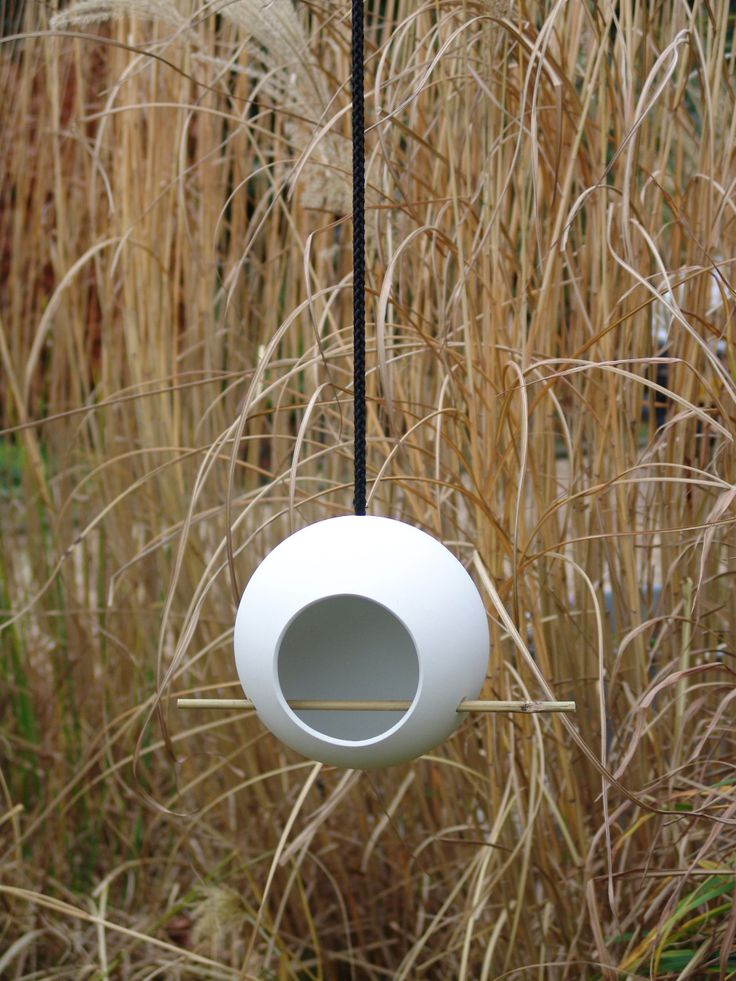 Looking for ideas to decorate your garden for the fall? Get on of the Birdfeeder by Rebob #fågelmatare