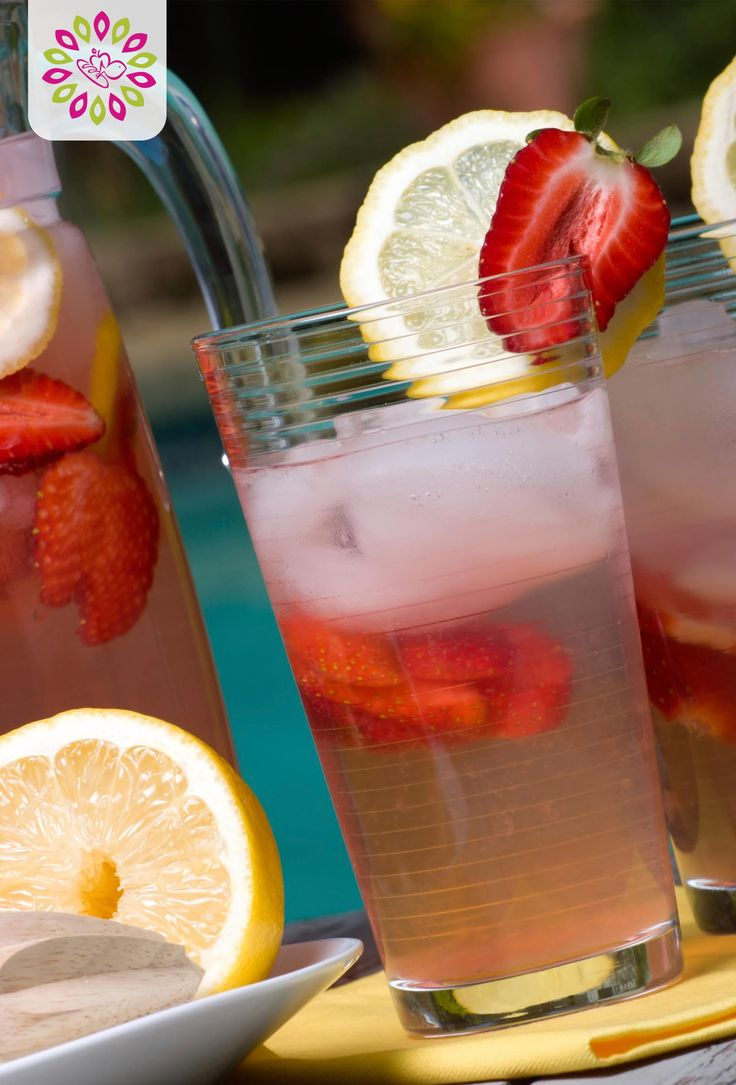Strawberry Water Refresher recipe: stay hydrated and healthy with this refreshing water recipe! #HTCleanSpring