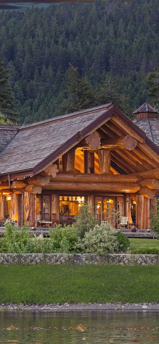 Log home with lake view #loghomes