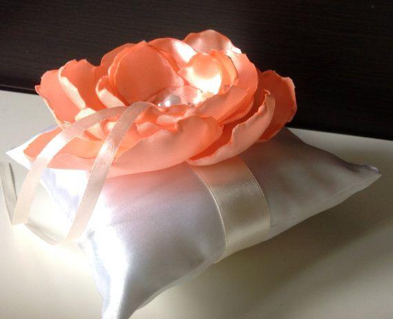 Ringkissen von Lucy Handmade auf DaWanda.com