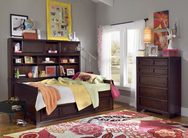this full bookcase daybed is perfect for creating a cool lounge during the day and a