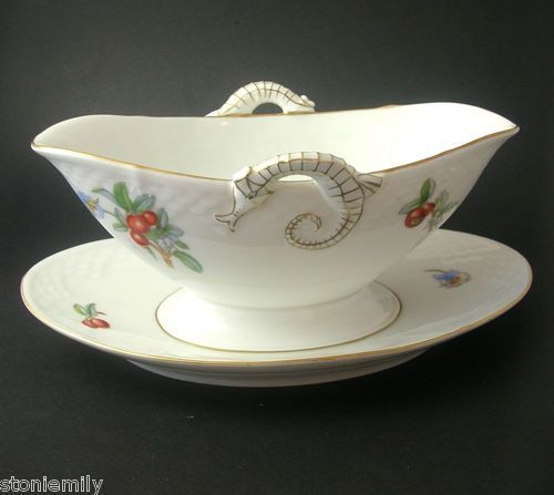 Floral-Shaded B & G porcelain gravy boat, Aegir design of lingonberries and pansy.