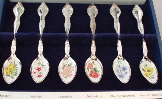 Set of New Zealand Teaspoons - wild flowers | Vintage Treasure