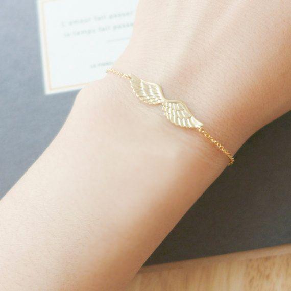 Bracelet fantaisie origami. Magnifique bracelet fantaisie origami pour femme orné d'un cercle. Un bijou créateur original à petit prix.