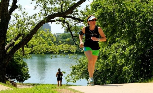 Do the full loop of the Lady Bird Lake Hike & Bike Trail. | 35 Things Everyone Should Do In Austin, Texas, Before They Die