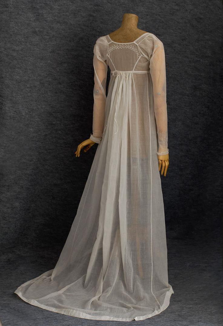 White cotton mull bib-front dress with bobbin lace trim (back), c. 1800.