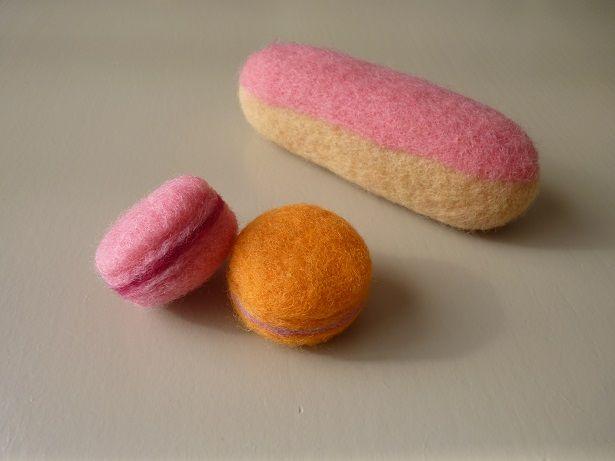 Macarons et éclair gourmands en laine cardée Ô Merveille !
