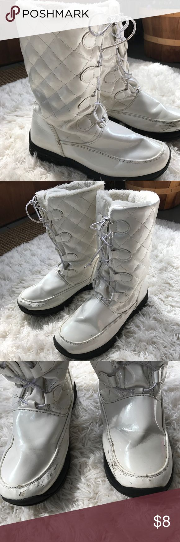 Khombu Boots Youth sz 6 or women's sz 7.5, some scuffs and signs of wear especially at toes but overall good used condition, great quality, warm Khombu Shoes Boots