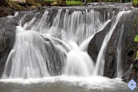 Detalle de cascada de aguas termales en Santa Rosa de Cabal.