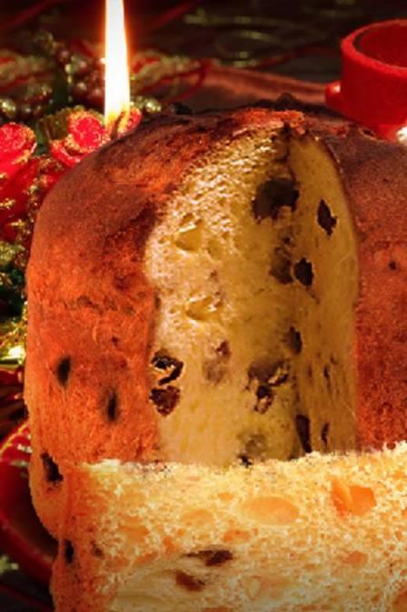 Panetone, un tradicional pan italiano que se sirve en la cena navideña. Tiene pasas y frutas cristalizadas.