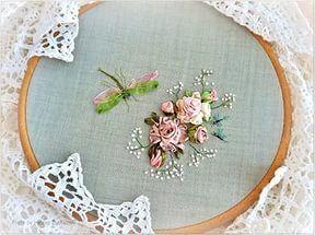 Розы выполнены из атласных лент, веточки вышиты стебельчатым швом шелковыми...