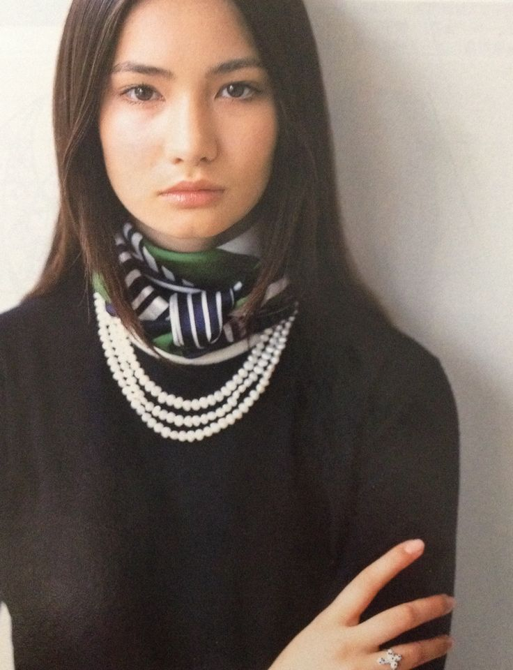 Love the PEARLS with Hermes foulard folded and knotted around the neck...classic