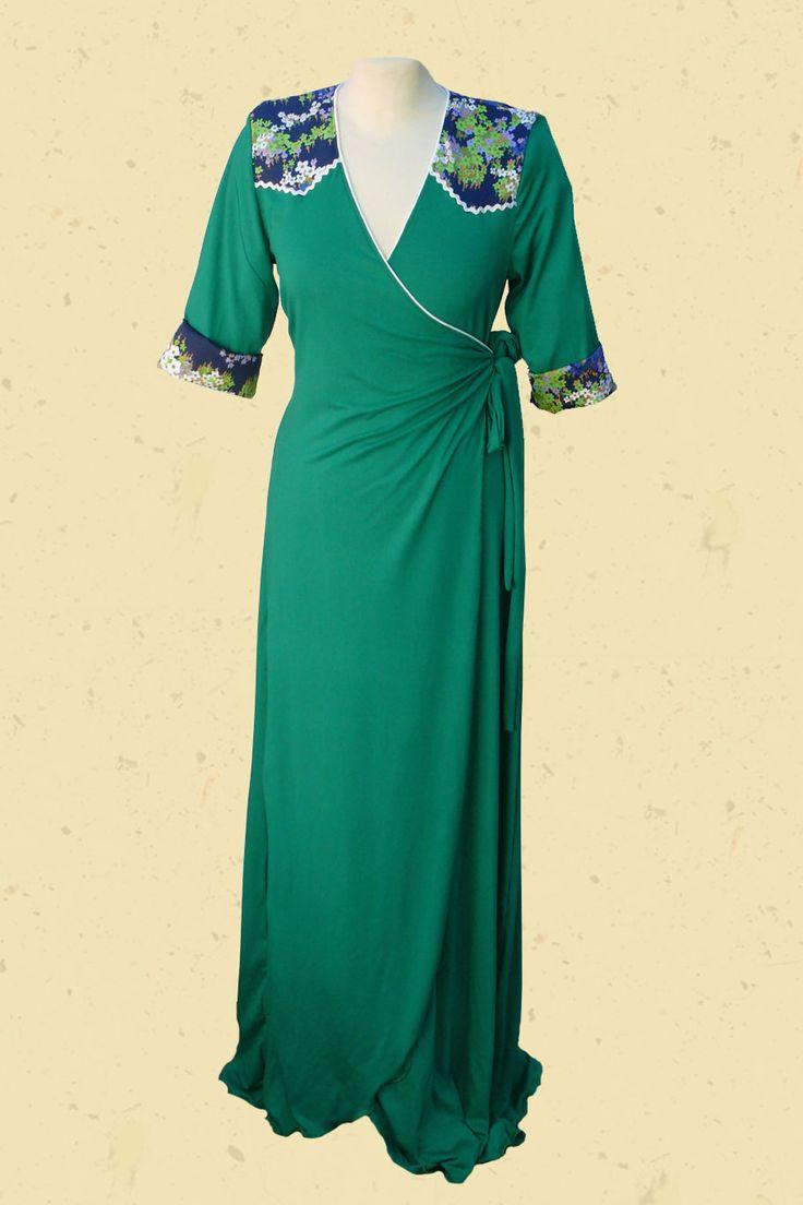 Zomers groene maxi jurk met vintage blauwe accenten