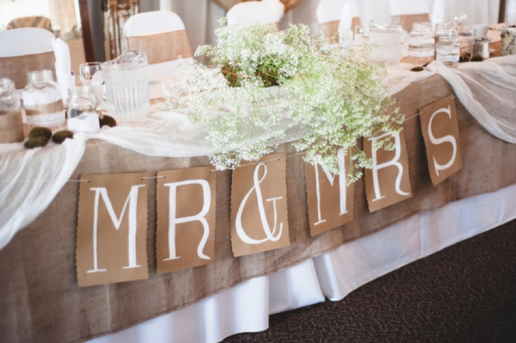 LIke the look of this table with the baby's breath too! :)