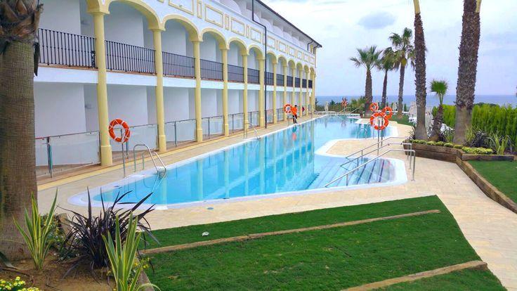 Piscina pública resort Iberostar en Chiclana de la Frontera, Cádiz.