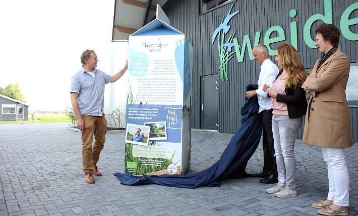 Besides the launch of the online magazine www.enwatdrijftjou.nl, a life sized milk carton from Weerribben Dairy was revealed and is one of the examples of how the campaign is being promoted throughout the country. https://www.horecatrends.com/en/stories-from-waterreijk-weerribben-wieden/
