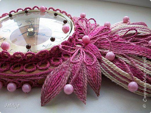 Уважаемые жители и гости Страны мастеров! Эти часы декорированы джутовой верёвкой, которую я предварительно покрасила. Хочу поделиться с вами, как это делается. фото 39