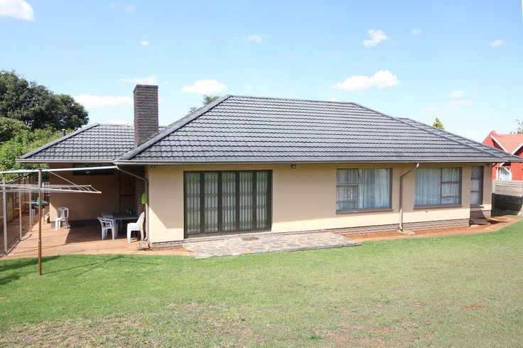 Property for sale in Witpoortjie 3bed 2bath R1,250m