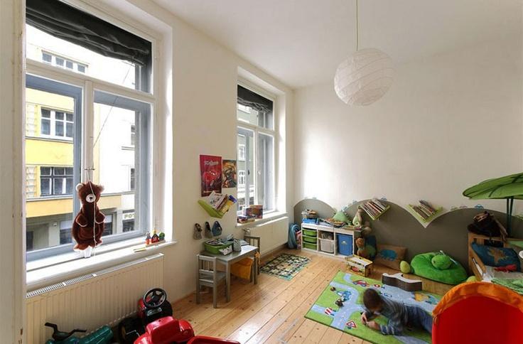 Ložnice 6: při rekonstrukci bytu dostaly děti dva pokoje, na rozdíl od rodičů využívají své ložnice nejen na spaní. V menším věku potřebují především volnou plochu na hraní.