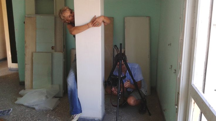 Campaign photoshoot! Διαλέξαμε ένα εγκαταλελειμένο διαμέρισμα 50's στο Μοναστηράκι για να φωτογραφήσουμε την φθινοπωρινή μας καμπάνια και το καταευχαριστηθήκαμε. Ο φωτογράφος Γεράσιμος Δομένικος και η στυλίστρια Lian Vermeer επί το έργο!