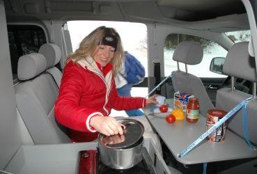 VanEssa Mobilcamping - Camping Ausbau für Deinen Van - T5, T6, Mercedes u.v.m.-Praktischer Innentisch für VW Caddy und Caddy Maxi