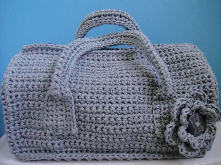 Crochet Duffel Purse this one is way cuter than mi yellow one