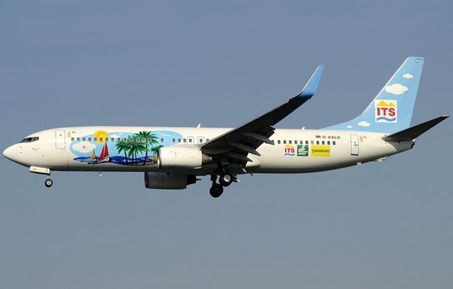 Avião com cores psicadélicas