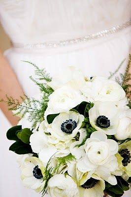 23 Another style of flower- possibly for brides maids? White poppy anemones. Thanks for the tip @Jan Wilke Rhoads