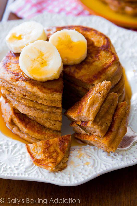Panqueques de harina de trigo integral con banano | 21 Desayunos saludables que te harán amar las mañanas