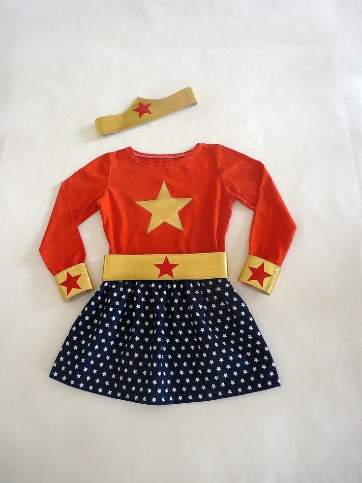 Déguisement de super Héroïne T. 4-6 OU 6-7 ans T.shirt, jupe, ceinture, manchettes et bandeau assortis : Ecole et loisirs par la-fee-brochette