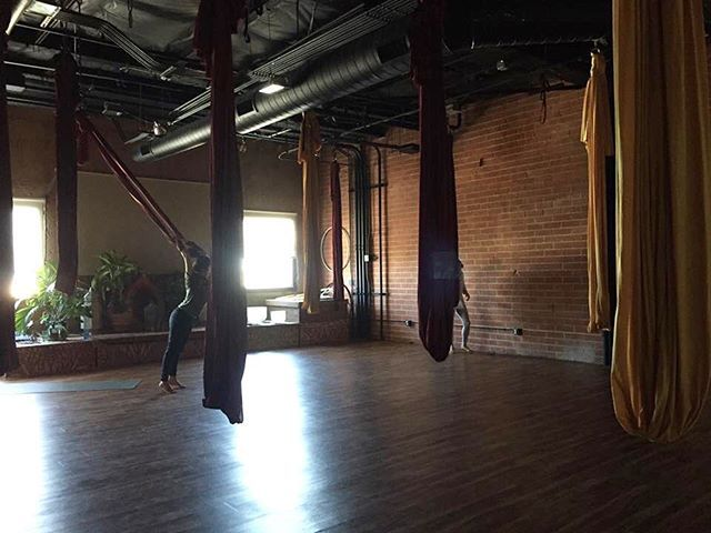 it was first time for me to take Aerial yoga class🌞✨昨日は初めてエアリアルヨガのクラスへ💪難しかったけど初めてでワクワクした😊❣️またチャレンジしたい💜でもこの布の香りが皆の汗の香り…😂🌀#aerialyoga#firsttime#challeging#fun#scary#fabric#hammock#newstyle#exercise#lajolla#sandiego#like4like#instagood#エアリアルヨガ#ヨガクラス#初挑戦#難しい#でもやりがいはある#またチャレンジしたい#上腕筋痛い#ラホヤ#大渋滞#サンディエゴ#アメリカ生活 #lajollalocals #sandiegoconnection #sdlocals - posted by Juri♥︎Nichols  https://www.instagram.com/jurichols1222. See more post on La Jolla at http://LaJollaLocals.com