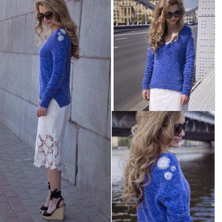 Рукав удлиненный, низ асимметричен, сзади длиннее. Пуловер идеален под белые высокие брюки или летние летящие юбки). Например эту, от любимых @dea_by_ta