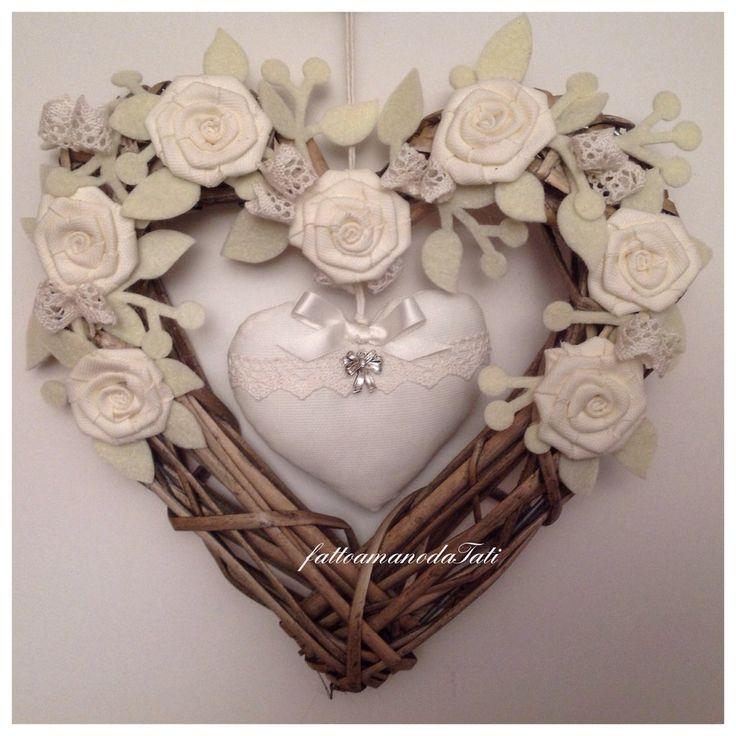 Cuore/fiocco nascita shabby in vimini con rose e cuore di piquet bianco, by fattoamanodaTati, 35,00 € su misshobby.com