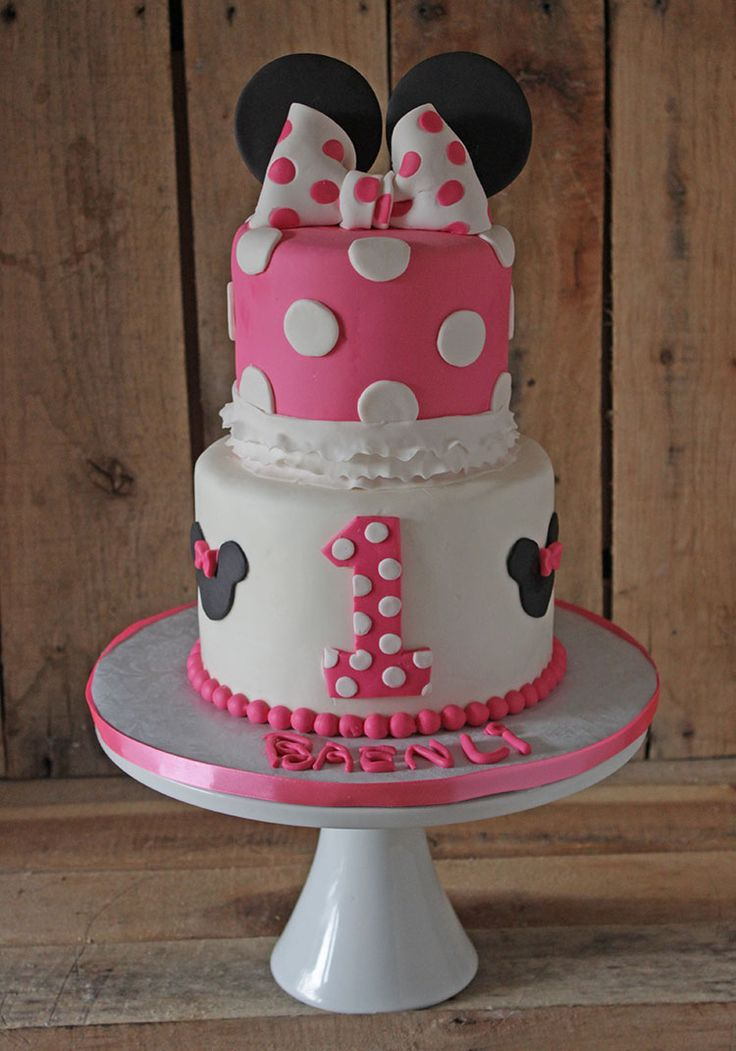 Learn how to make a Minnie Mouse cake topper, http://cakejournal.com/tutorials/minnie-mouse-cake-topper/