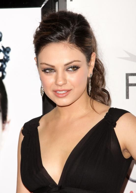 Mila Kunis - Hollywood inspired ponytails (via Flair.be http://www.flair.be/nl/kapsels/300149/hollywood-loves-ponytails-15-x-inspiratie)