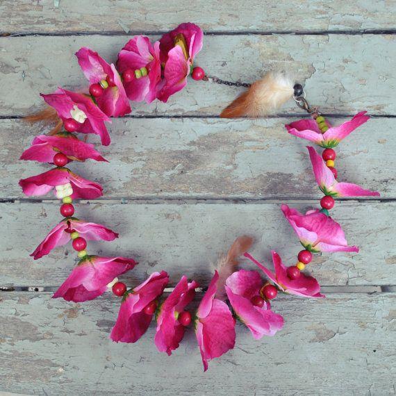 Wreath feathers and teeth in gypsy style. I of TheGipsyGal, € 25.00  Corona di fiori piume e denti in stile gypsy. I di TheGipsyGal, €25.00
