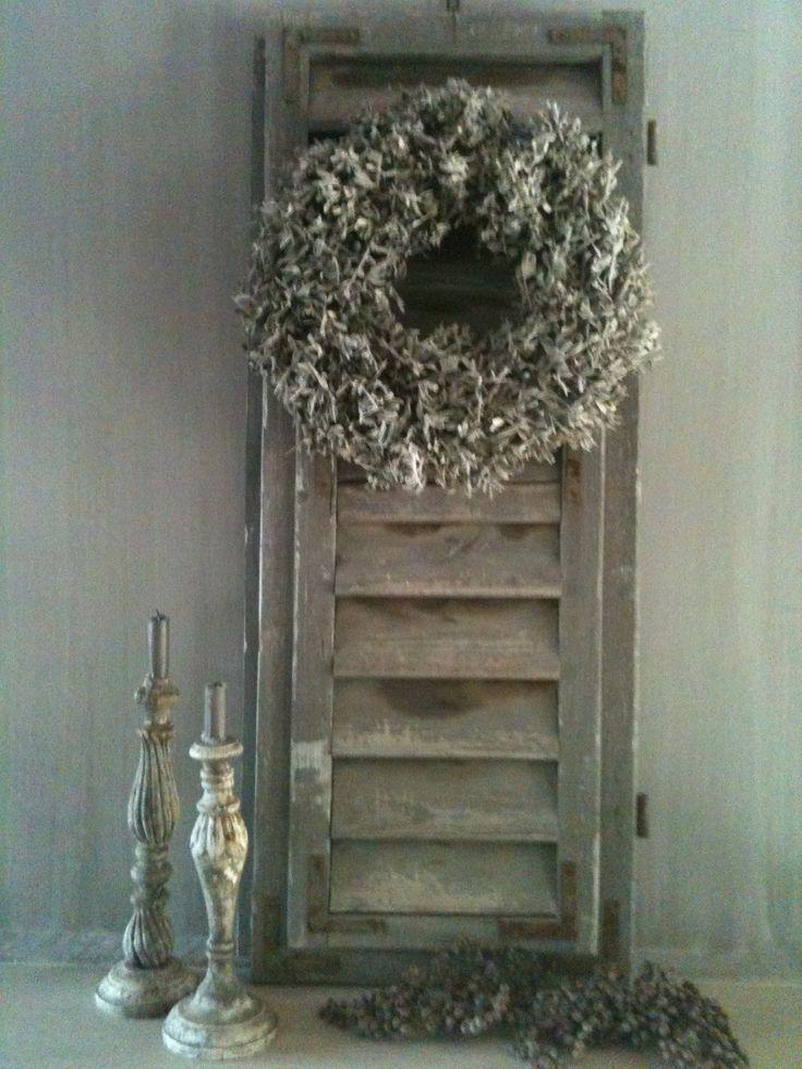 luik. Wreath on shutter
