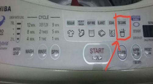 Cara Mudah Cuci Mesin Basuh   Tahu tak mesin basuh juga perlu dibasuh bagi menjamin keberkesanannya mencuci pakaian anda? Kalau tak cuci ia akan menyebabkan kerosakan sekali gus baju anda akan berbau kepam selepas dibasuh dan ditinggalkan semalaman atau terdapat benda seperti kertas atau tisu yang dicarik-carik melekat pada baju selepas dibasuh.  Kami nak share tips ni dengan anda semua. Cubalah.  1. Cabut penapis di dalam tangki dan cuci sebersih mungkin kemudian pasang semula.  2. Paras…