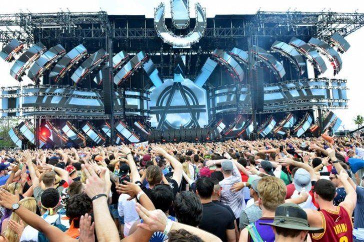 <p>Decenas de miles de jóvenes bailaron desde ayer, con mucha purpurina e indumentarias imposibles, en la decimonovena edición del Ultra Music Festival, que durante tres días cita en Miami (EE.UU.) a lo más graneado de la música electrónica.</p>