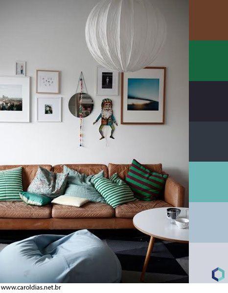 sofá marrom combina com o que - verde