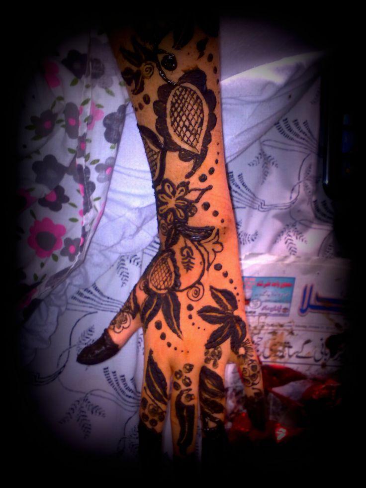 bold design. draw it with black henna
